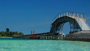 Jembatan cinta (source :http://tempatwisata.web.id/wisata-jembatan-cinta-di-pulau-tidung-kepulauan-seribu-jakarta.html)
